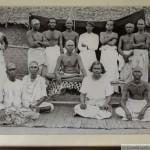Ramana Maharshi entouré de disciples